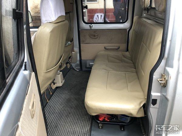 金杯海星T22双排微卡能载人又能拉货,新车落地只要4万块,超实用