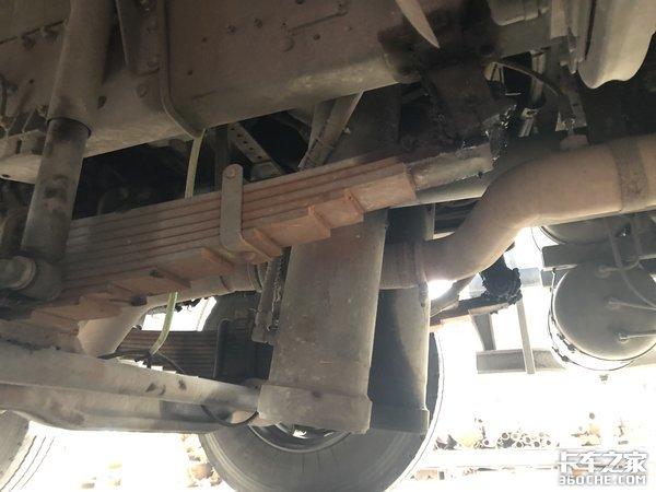 短轴距+轻量化货厢,30万区间的8x4自卸车,柳汽乘龙M3很有竞争力