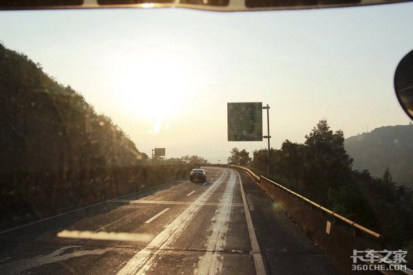 高速公路全��免�M!受益方到底是�l?