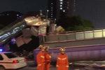 超高货车撞塌天桥 两司机被提起公诉!