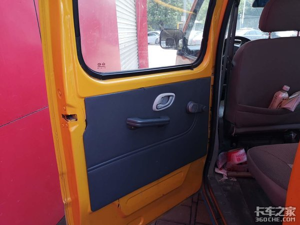 长安新豹双排微卡化身市政巡查车,载人拉货超方便,就是动力差点意思