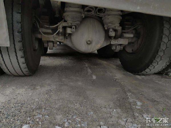 曾经运煤车市场的霸主,解放新悍威8X4自卸车,属于它的时代落幕了