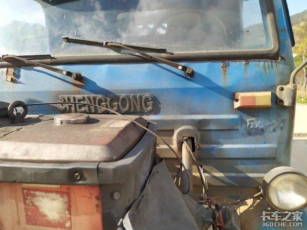 """人们口中的""""土炮""""原来是台农用拖拉机"""