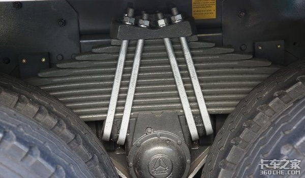 8X4载货车底盘+14立方米上装,重汽汕德卡搅拌车内外兼修