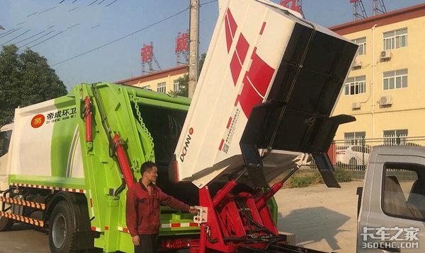 防滴漏的压缩式垃圾车请开始你的表演