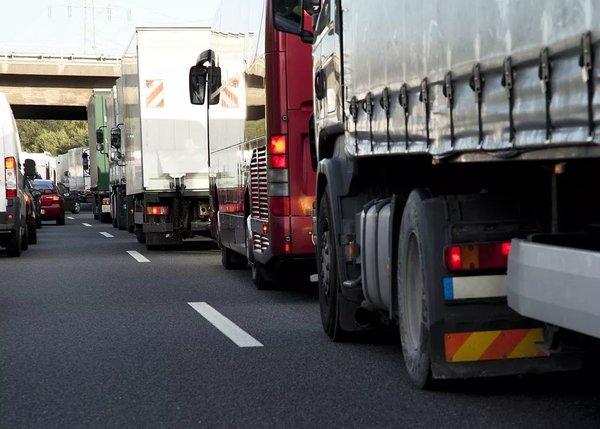 一位女卡车司机的自述:高速免费了但运费也降了一半