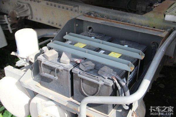 4X2牵引车+单轴半挂,这台重汽斯太尔快递车为何这样搭配?