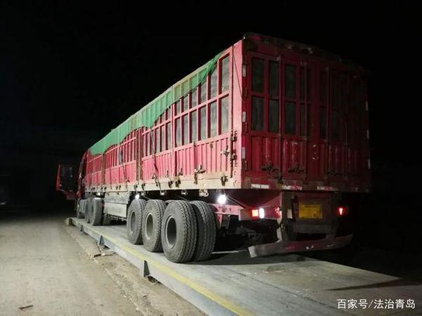 为躲检查超载货车趁着夜色偷偷上路胶州交警一晚查3台