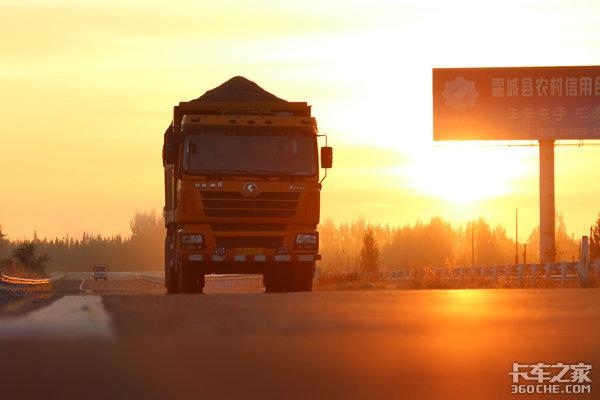 这里有两首专门给卡车司机写的歌来听听你更喜欢哪一首?