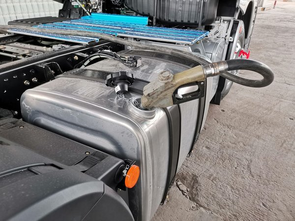 低油价对我国经济利大于弊货车司机能每年少花36000!