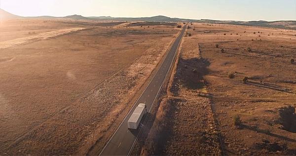 乘龙T7上演非洲硬核救援首部长头卡车微电影《勇往直前》燃情上映