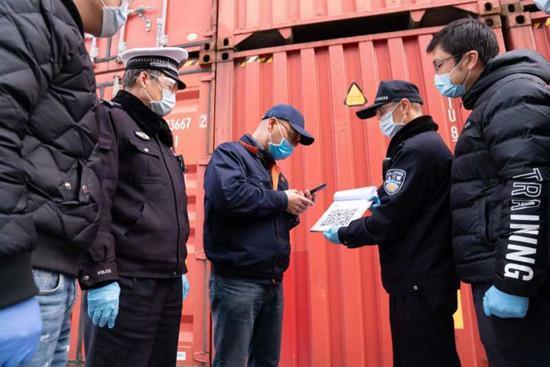 上海外高桥的集装箱又流转起来了16000辆集卡同时进发