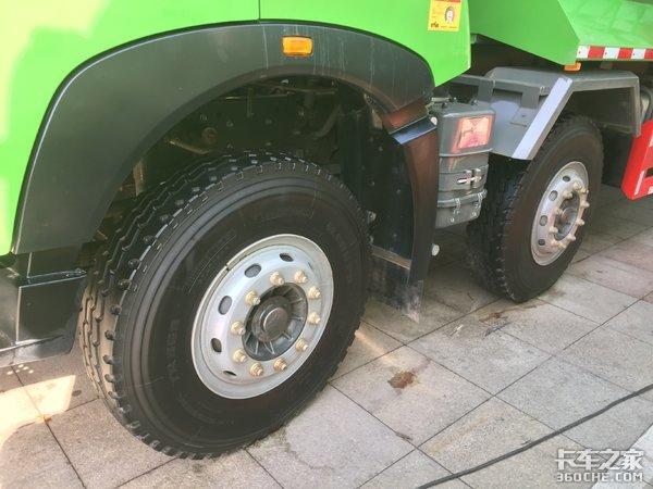 5缸发动机重量更轻更省油,重汽T6G算得上渣土车界的一枝独秀