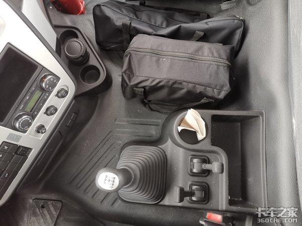 差价不到2万元,新旧两款东风天龙燃气重卡你更喜欢谁?