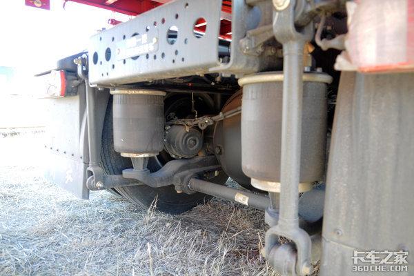 自重8.2吨,不用手动换挡?这台550马力的解放J6P实力是真的强