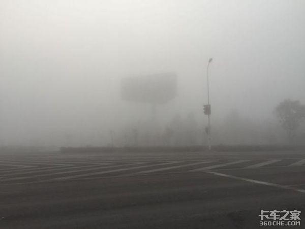 大雾影响川南地区多处高速公路收费站关闭卡友要注意绕行!