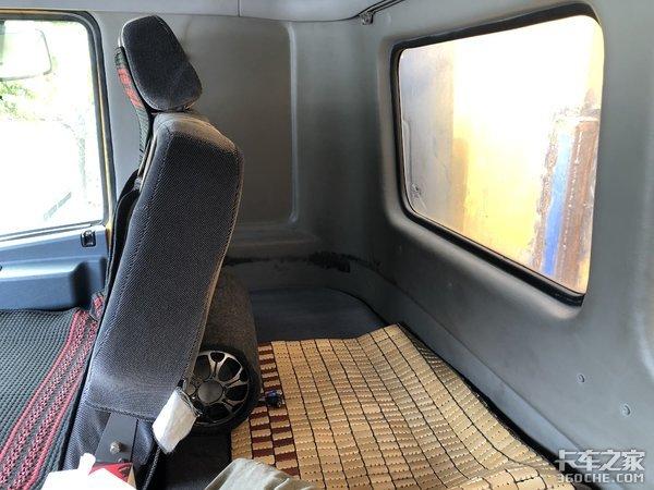 """一招鲜吃遍天,20多年前的""""面包楼""""驾驶室,华菱重卡至今还在用"""