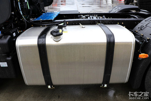 520马力康机+14挡变速箱天龙旗舰绝活多,铝合金传动轴将现身!