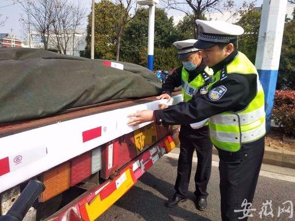 芜湖一交警发明'防撞神器'交警:家带娃受到启发
