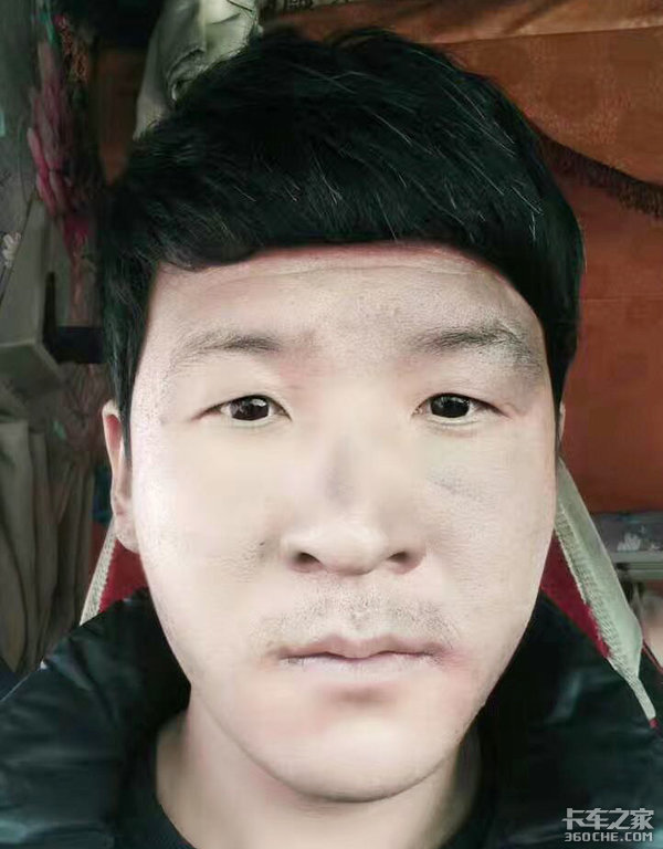 打人交警�⒈幻饴�卡友被打事件新�M展