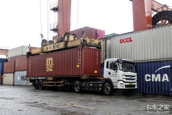 集卡司机保护好自己港口运输好事多磨复工后要防海外输入