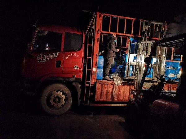连夜奔袭卡车司机余云安时刻准备着为抗疫出力