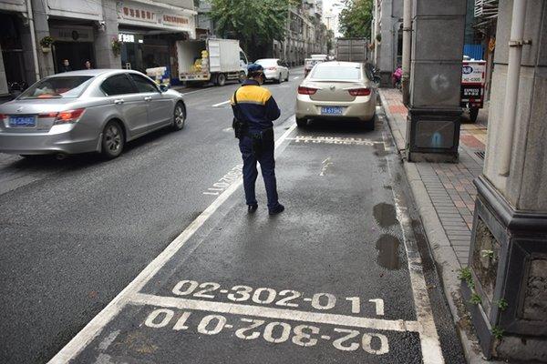 停车费月交1万多?广州六区实行收费新政有货车司机表示停不起