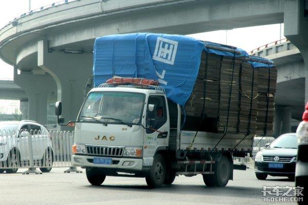 超载蓝牌轻卡按2类车收费4米2要凉了?卡友:早该整治了!