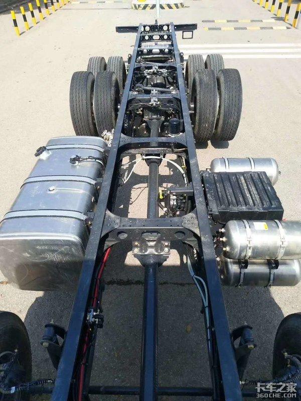 自重仅8.45吨!这款乘龙H58x4R气囊提升桥怎么样?