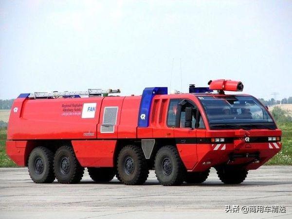 上世纪90年代卢森堡亚与MAN联手研发的第一代美洲豹8x8机场消防车
