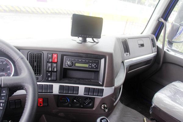 6米8载货车配平地板驾驶室还带卧铺乘龙H5绿通版实拍