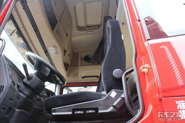 搭载440马力西康机看上去普通但不简单陕汽德龙X3000图解