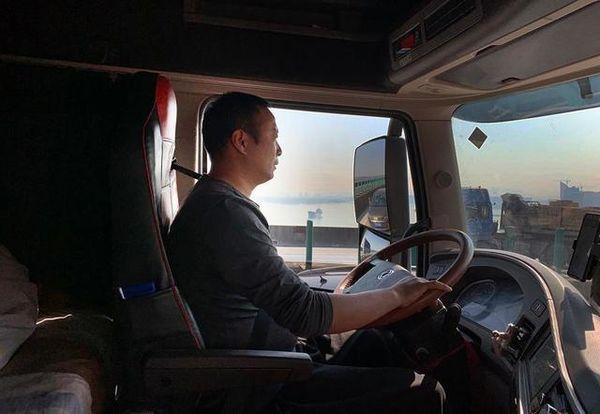 疫情挡不住挣钱的心货车开往东南亚!卡车人在疫情中艰难求生