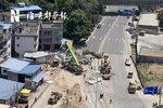 直击福建罗源货车交通事故现场 民房被水泥管桩撞出窟窿