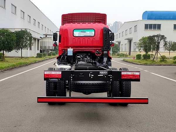 南骏两轴6米8载货车来了!还搭载国六玉柴动力+18吨公告
