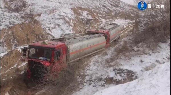 陕西一货车司机欲跳车逃生不幸被自驾车碾压身亡