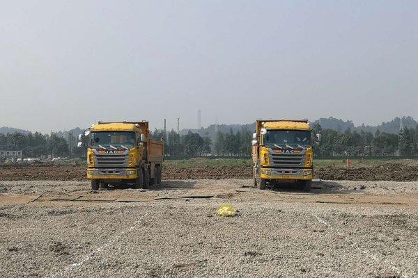 广州恒大足球场开工承建方广州�[和购入25台江淮新型渣土车助力建设