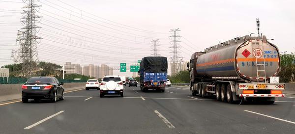 限速80!河南高速规定危险品车时速千万别违规