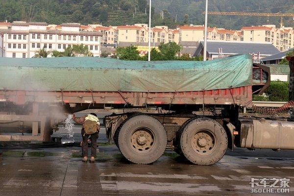 大货车撞民房致9人死亡,又是长下坡惹的祸,货运安全就这么难?