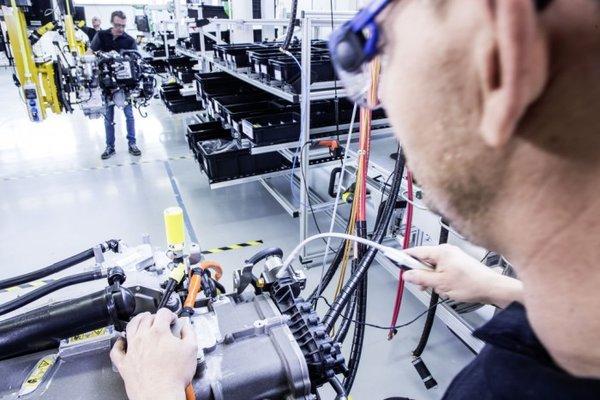 戴姆勒和沃尔沃成立合资企业将开发氢燃料卡车