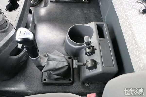 福康发动机+法士特变速箱+汉德车桥,三一军亮版牵引车只要27.80万