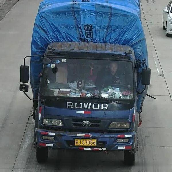 罚100扣2分开车看手机/拿对讲机都属于交通违法