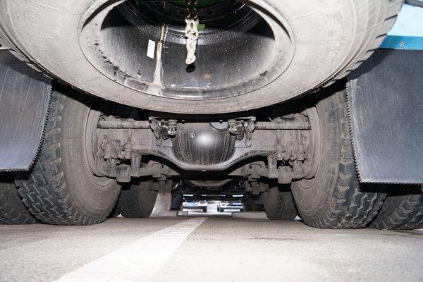 搅拌容积7.6方北奔350匹国六芯动力搅拌车助力复工为新基建添砖加瓦