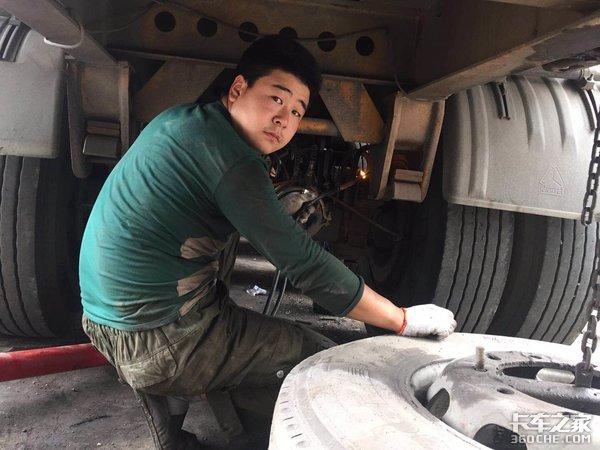 这就是卡车司机真实的生活,他们或许外表很脏,心却非常干净