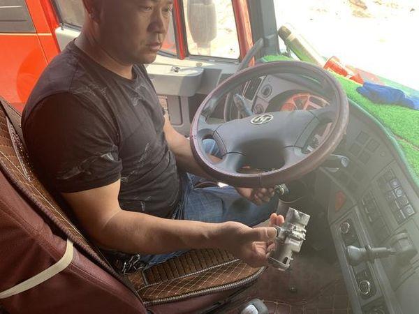 货车神秘失踪结果大跌眼镜竟是执法人员砸窗撬锁开走的