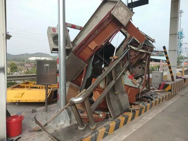 货车司机被扣16分罚款2350元网友:他究竟做了什么