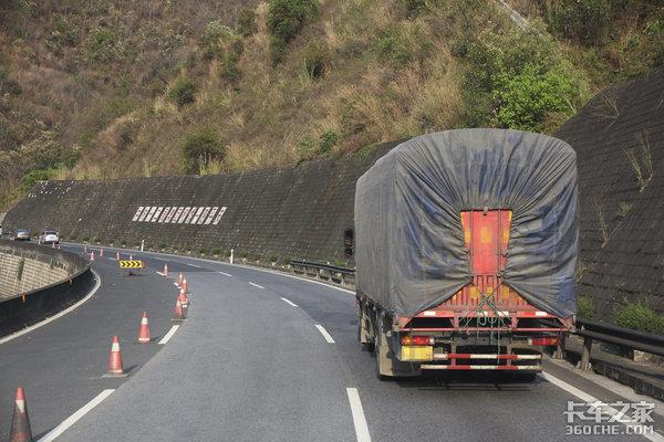 4米2成货车鄙视链底层因为轻卡无底线超载扰乱货运市场