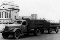 俄罗斯经典的卡车之一 吉尔130你开过么