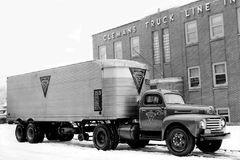 看看福特上世纪的轿运车 最多能装18台