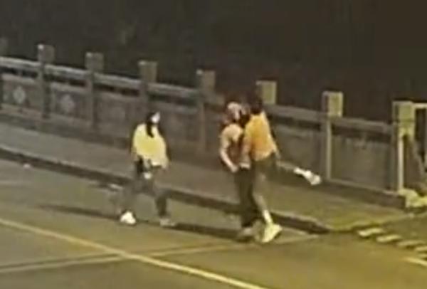 李帅帅真的很帅!送货途中遇跳河小伙货车司机一个熊抱将其救下